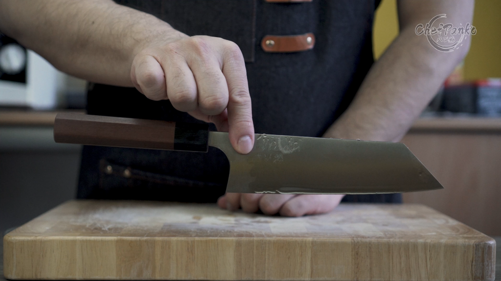 Bunka: Middle Balance at the point where I grip neither front or back heavy